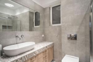 Μοντέρνα Ανακαίνιση Μπάνιου στο Μαρούσι